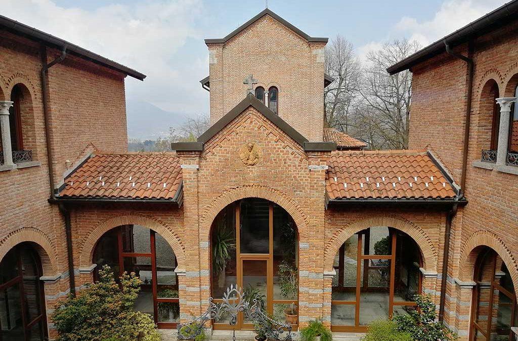 Il Romitaggio di Santa Maria Bambina di Ghirla, in Valganna, è un luogo dedito ad esercizi spirituali, incontri di formazione e di preghiera che ha aperto i suoi cancelli anche a tutti i pellegrini della Via Francisca del Lucomagno